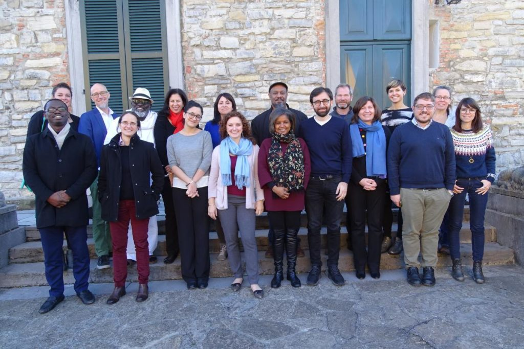 A picture of all the attendees at a conference on LabGov in Bellagio in December 2015.